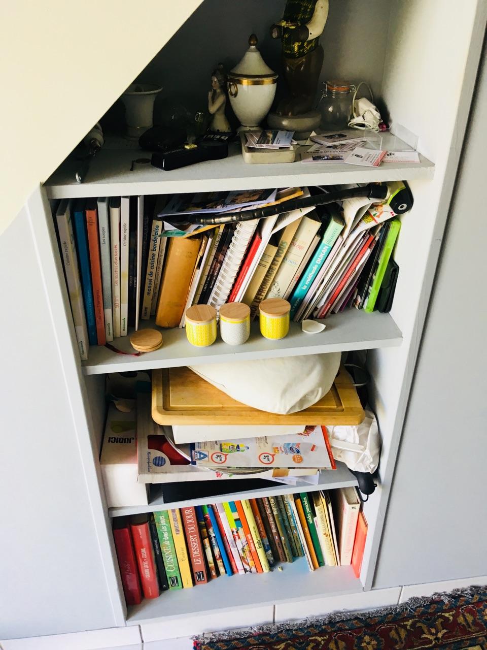 Подлестничный шкаф во французском стиле